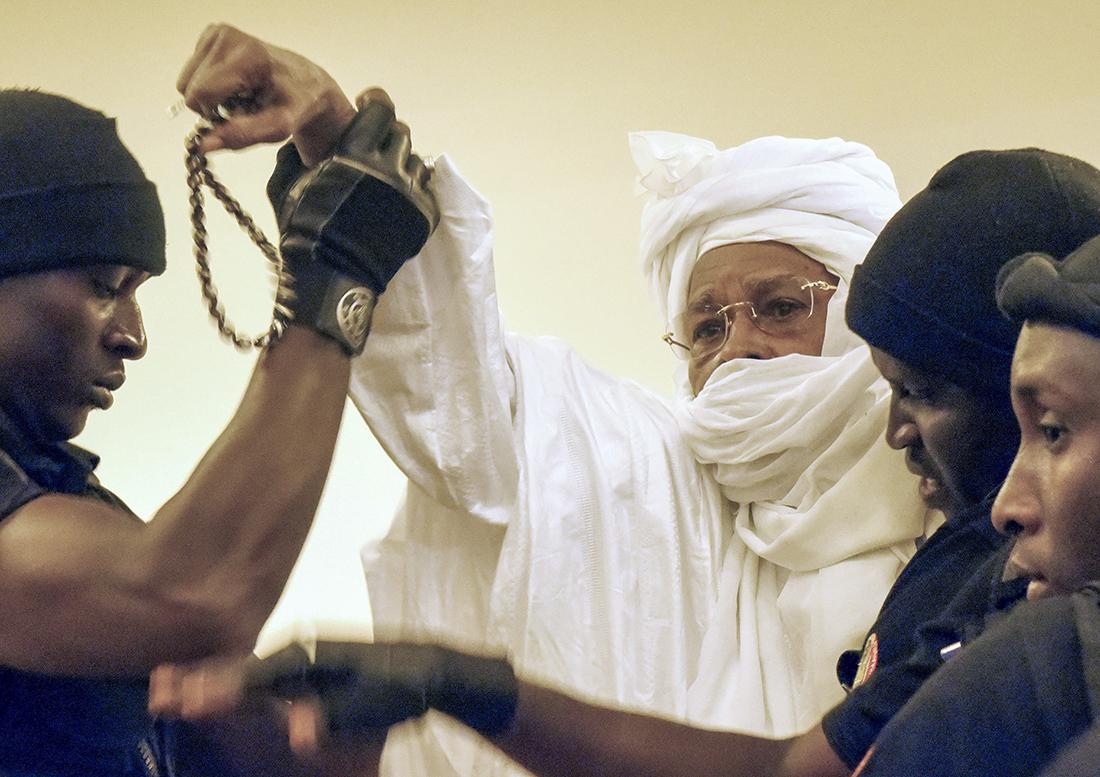 El exdictador, Hissène Habré, el pasado 20 de julio, durante una de las sesiones del juicio que se sigue contra él en Dakar (Senegal) / Getty Images