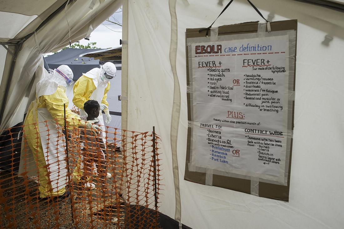 Centro de tratamiento de Médicos Sin Fronteras contra el Ébola en Kailahum (Sierra Leona) / Fotografía Sylvain Cherkaoui-MSF