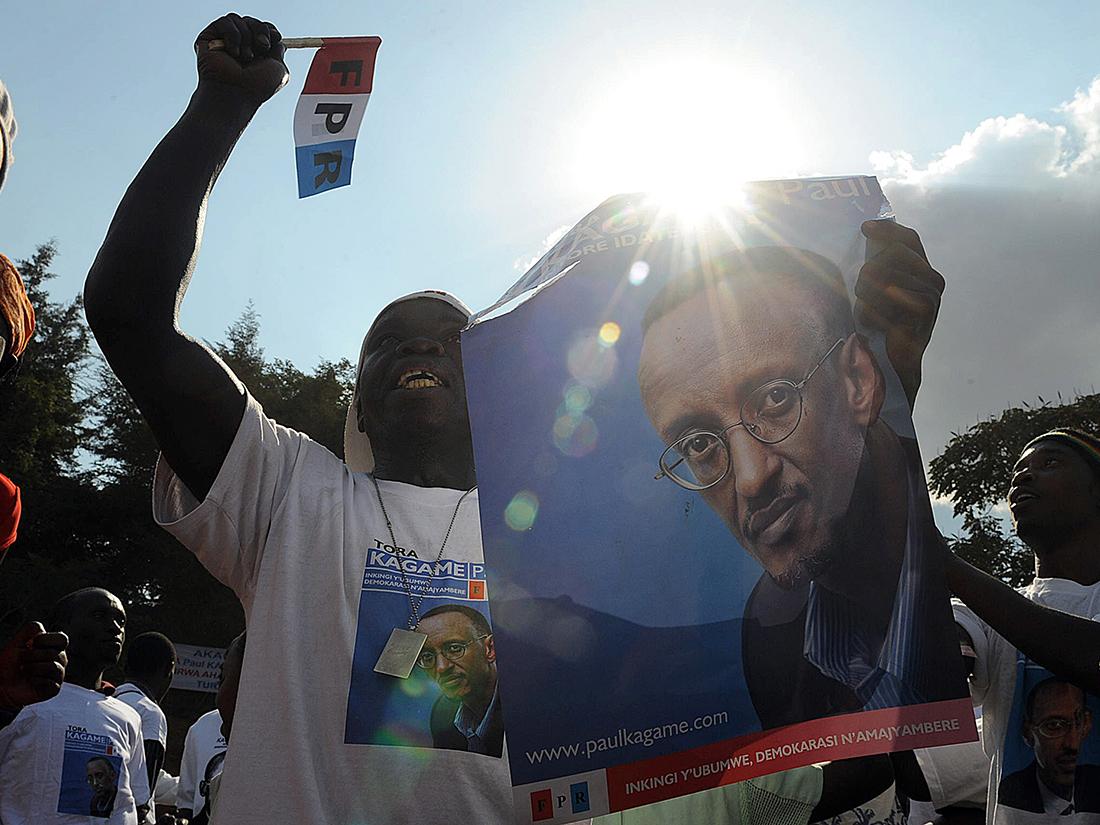 Un ciudadano ruandés muestra su apoyo al presidente Paul Kagame / Fotografía: Archivo Mundo Negro