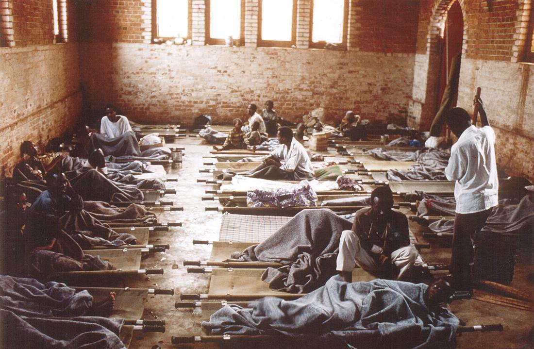 Refugiados en la iglesia de la Sagrada Familia, en Kigali / Fotografía: Archivo Mundo Negro