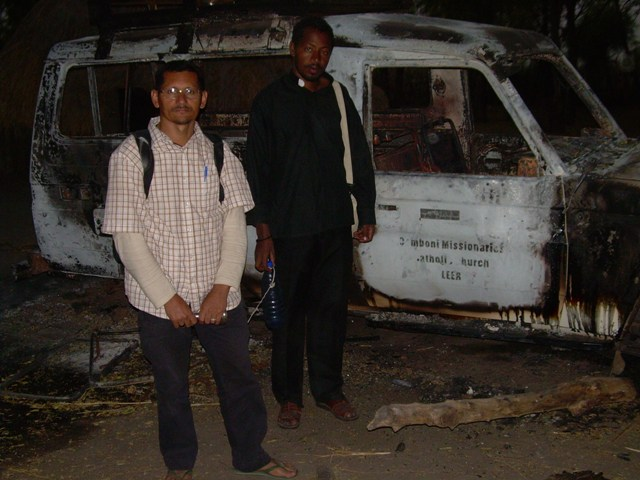 Car set ablaze in Leer