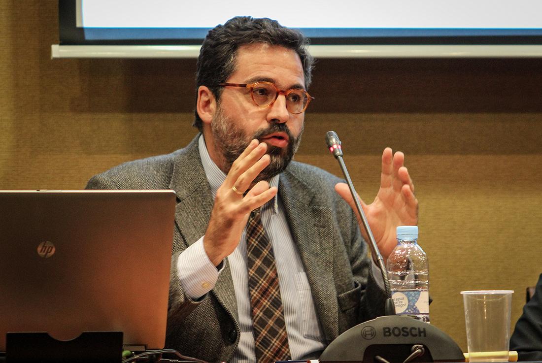 """Gonzalo Fanjul, codirector de Fundación porCausa, presentando el proyecto """"Diásporas""""."""