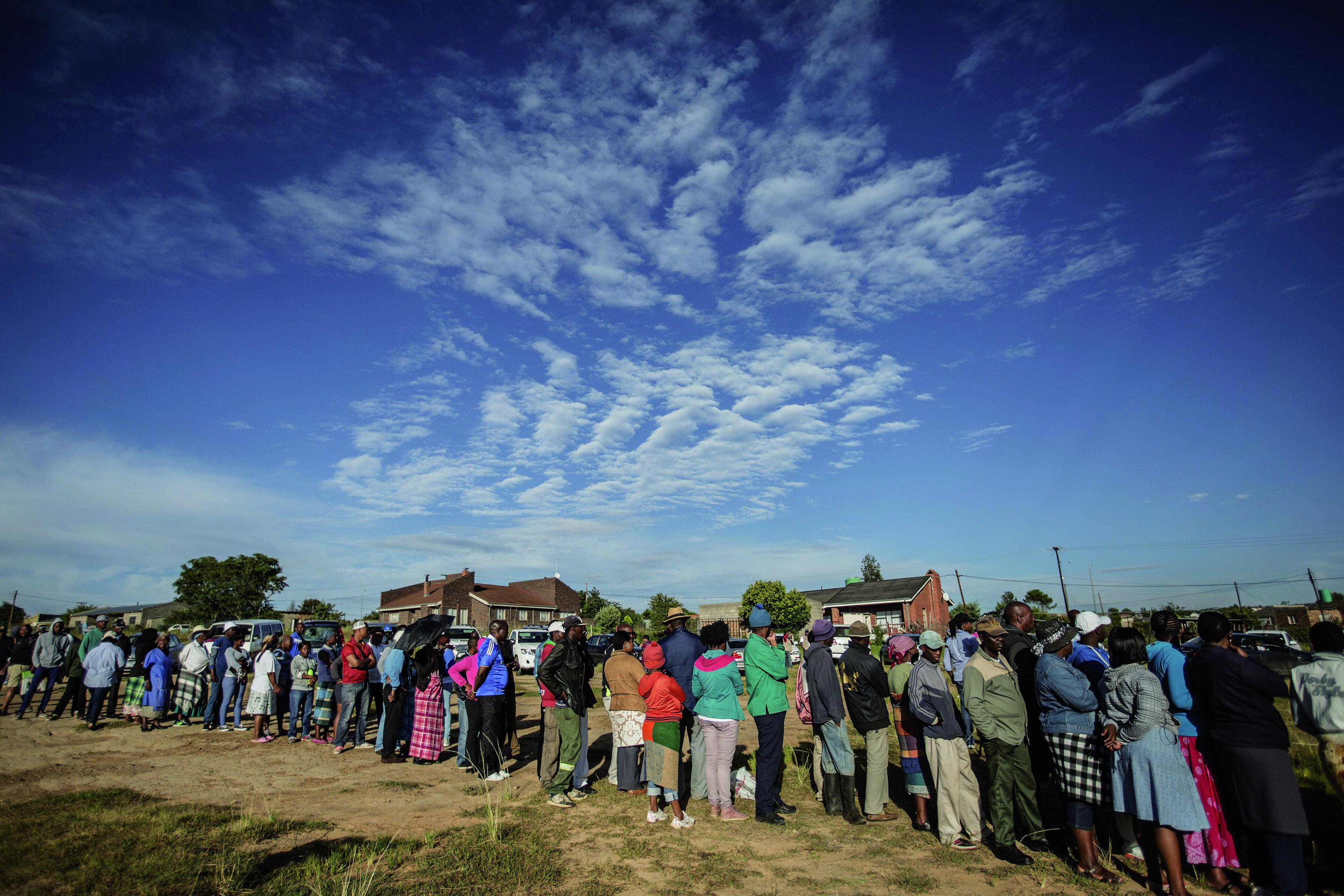 Residentes esperan su turno para la votación de 2015. Lesoto se encuentra geográficamente rodeado por Sudáfrica / Fotografía: Getty Images.