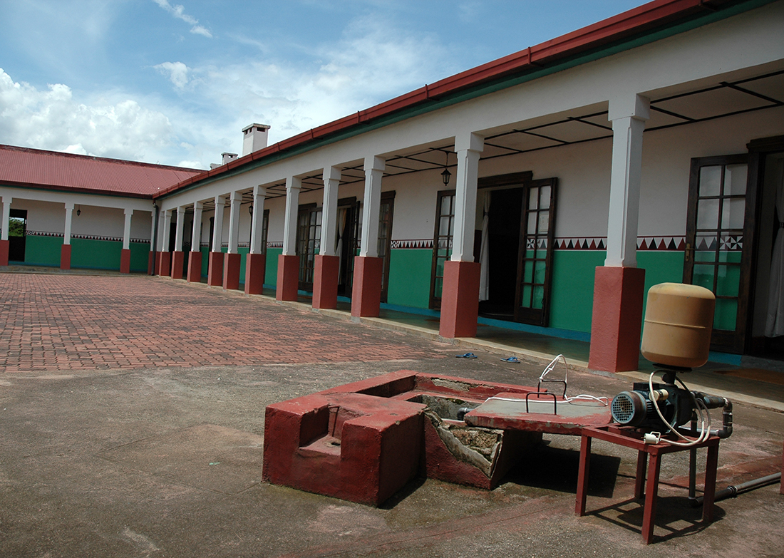 Patio interior del palacio real de Nyanza / Fotografía: Javier Fariñas