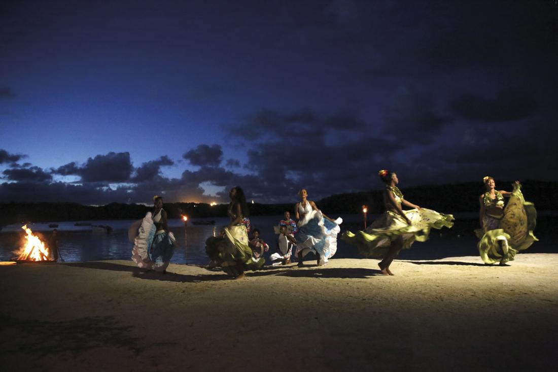 Grupo de mauricianas baila